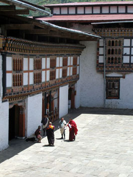 Lhuntse Dzong courtyard
