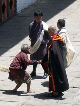 Lhuntse dzong scene