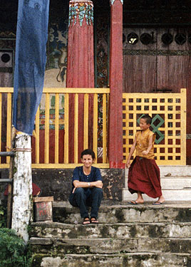 Sheila & novice monk at pemayangtse monastery