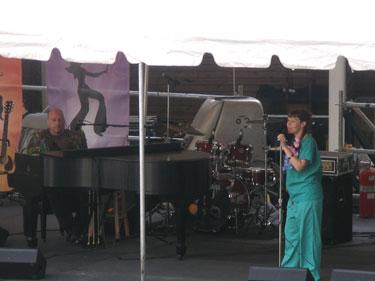 "Bobby Lounge & ""Miss Pontevecchio"""