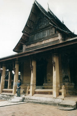 Old wooden temple in Vientiane2