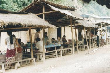 Noodle shops in Pakbeng