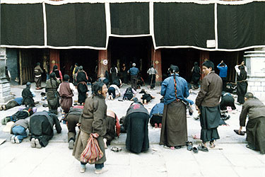 Pilgrims outside Jokhang