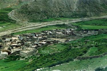Hamlet near Yamdrok Tso