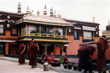Monks on Jokhang roof