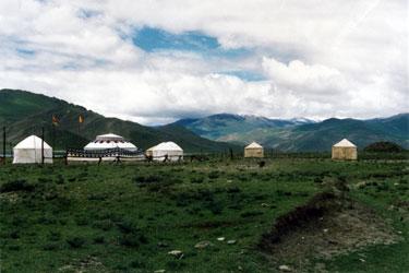 Traditional tents near Yamdrok Tso