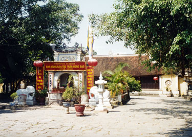 Kiep Bac temple entrance